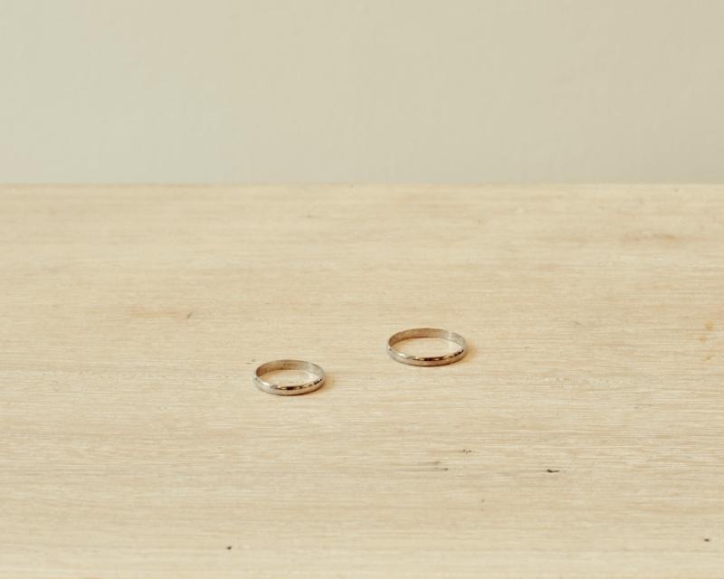 alianzas boda media caña oro blanco 18 kilates Love Story