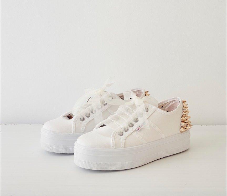 zapatilla Victoria plataforma custom rock blanca y dorada Love Story