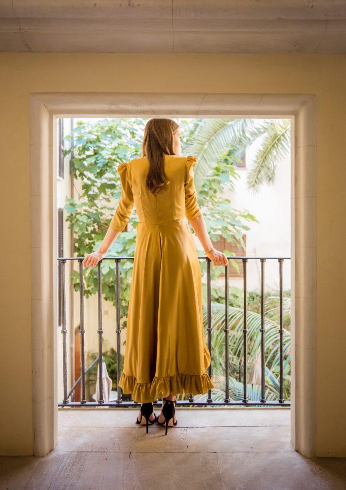 vestido-invitada-vega-ocre-lovestory